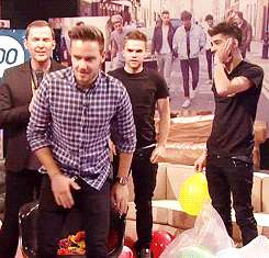One Direction - 1D Day - gif - Liam Payne palloncini