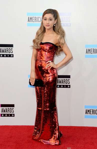American Music Awards 2013: guarda i look delle star sul red carpet