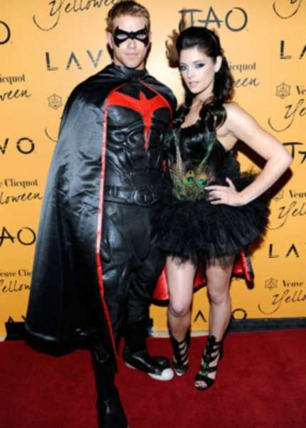 Kellan-Lutz-Ashley-Greene--halloween