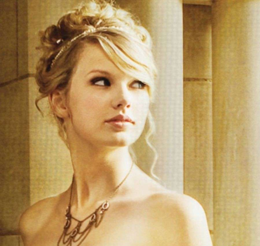 Taylor Swift in Love Story