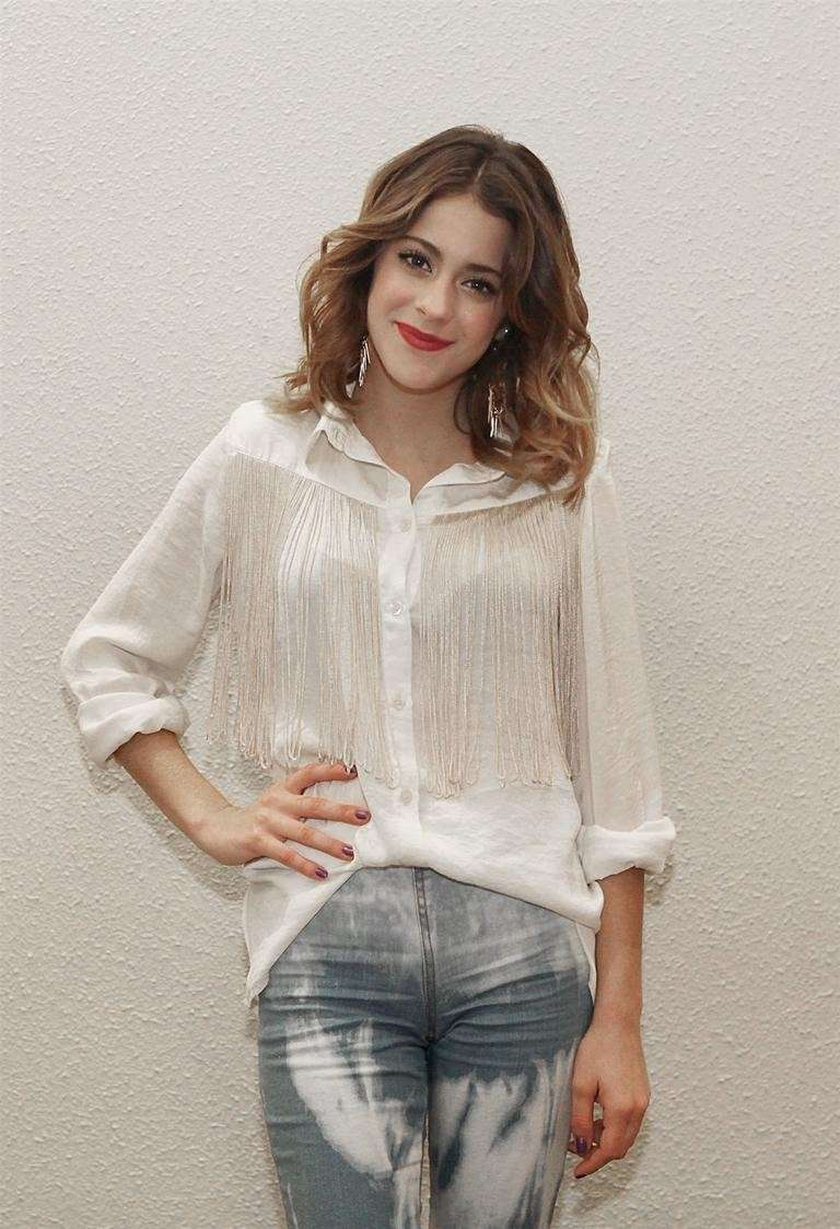 Outfit casual per Martina Stoessel
