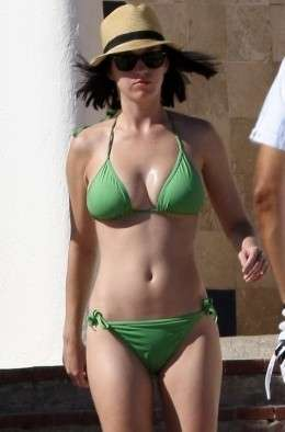 Katy Perry in bikini verde