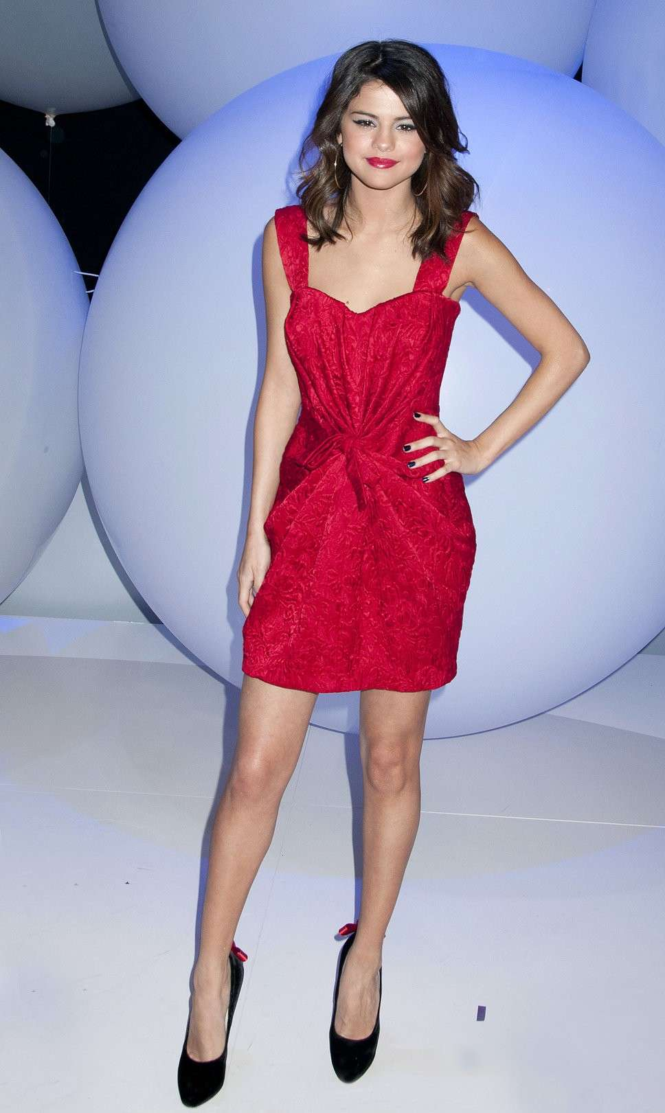 Look di Selena Gomez: Mini dress rosso