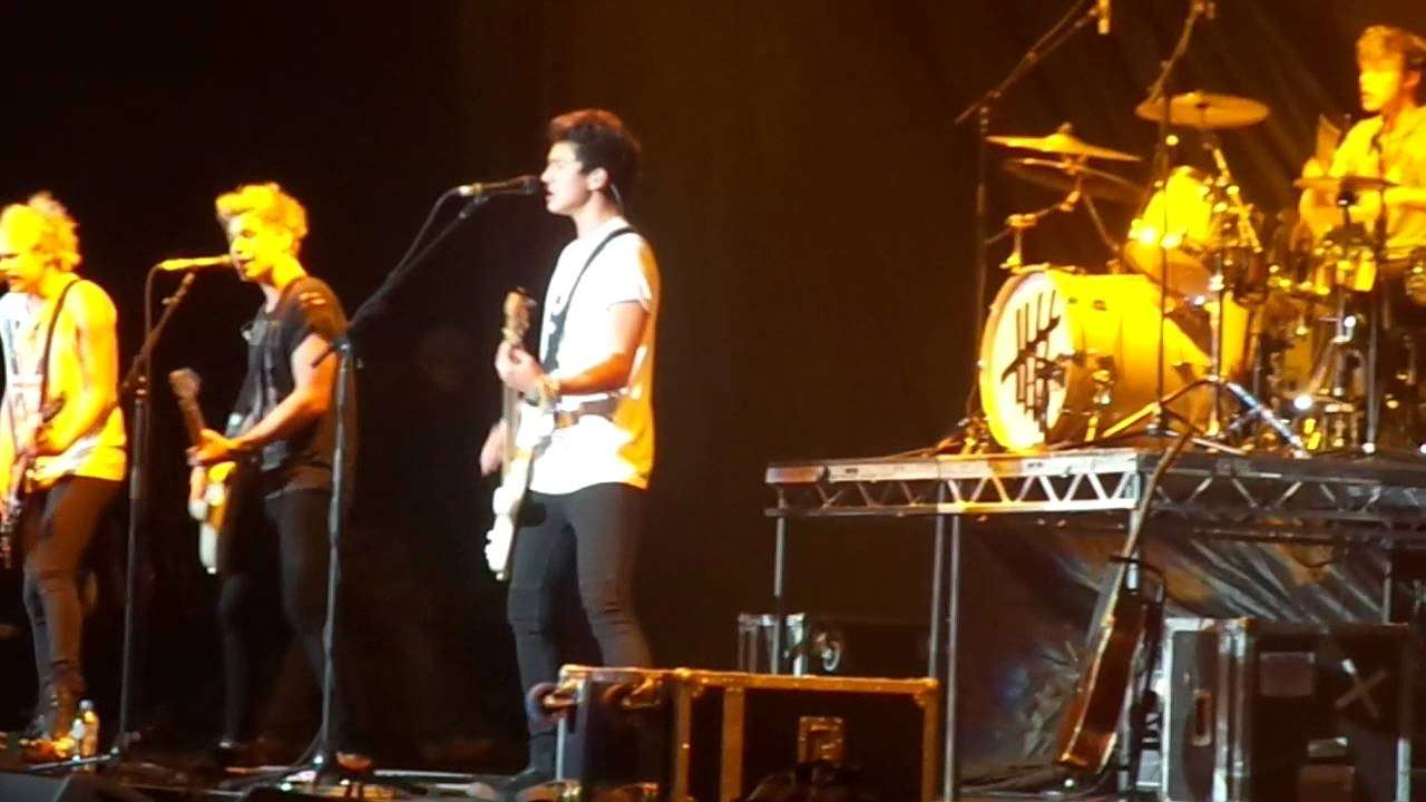 I 5 seconds of summer sul palco