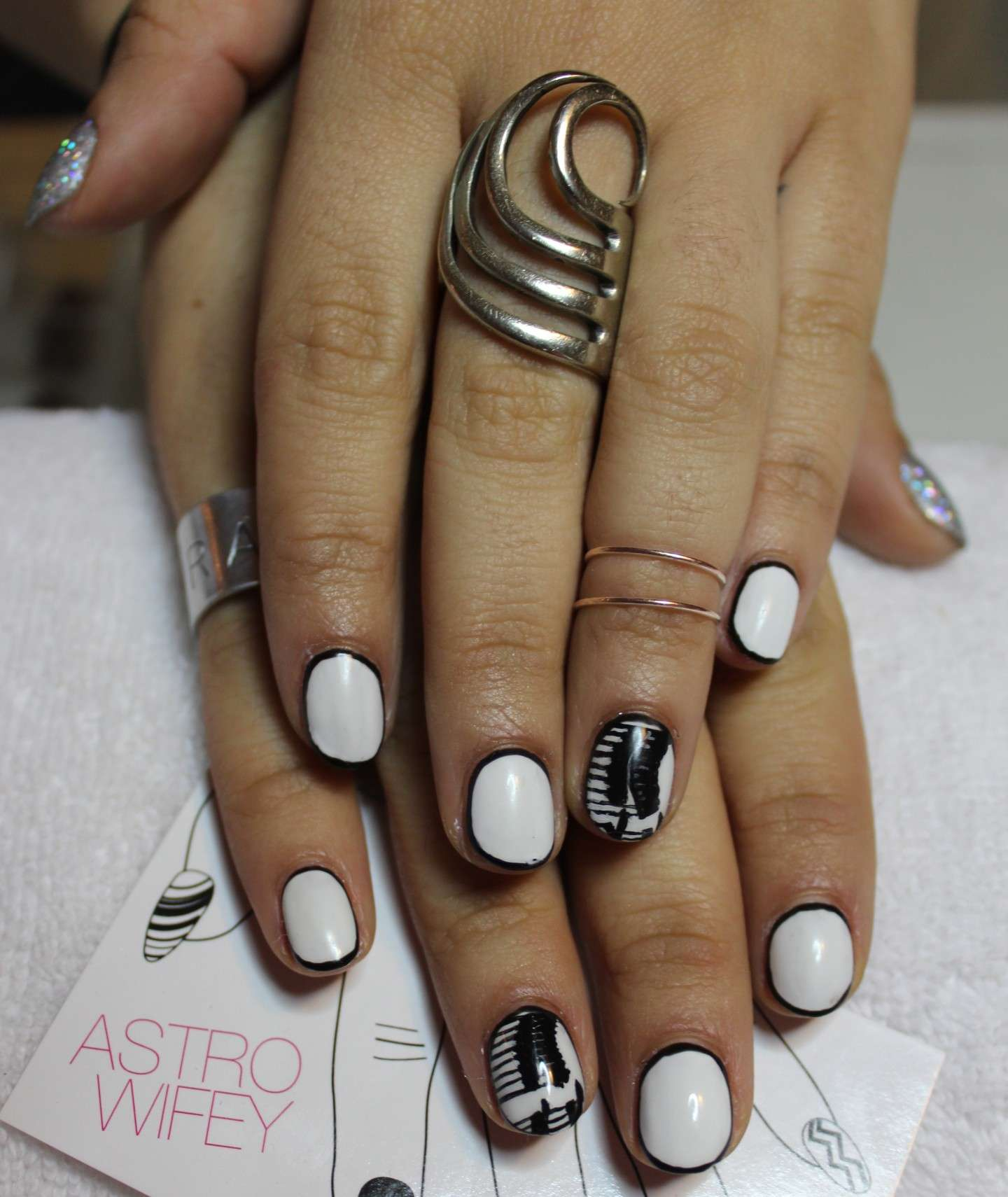 Nail art blak and white