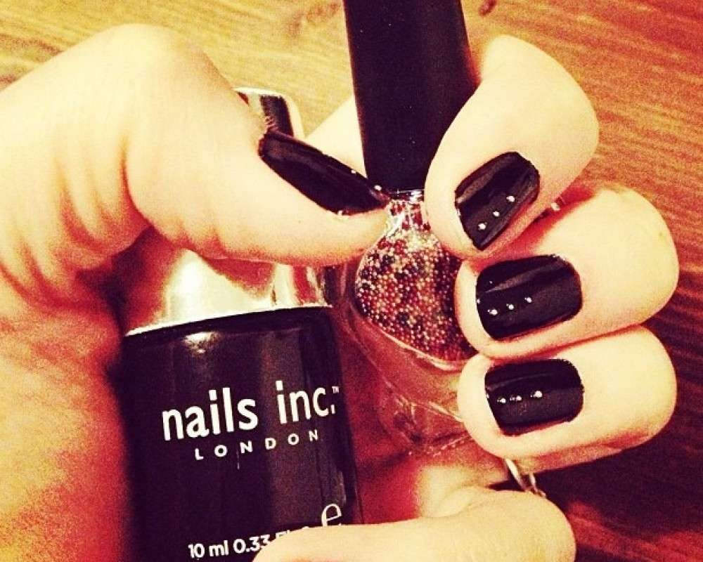 Nail art rock con strass