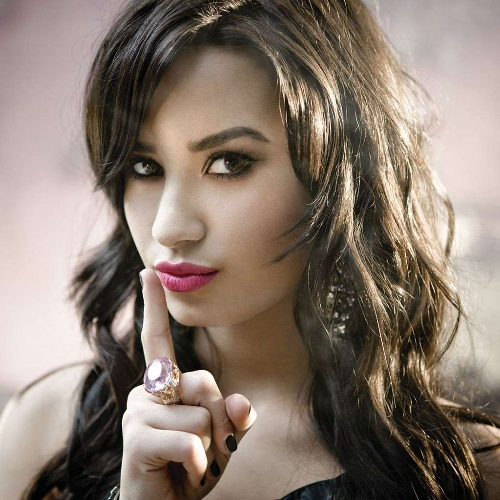 Demi Lovato, tatuaggio Rock and roll