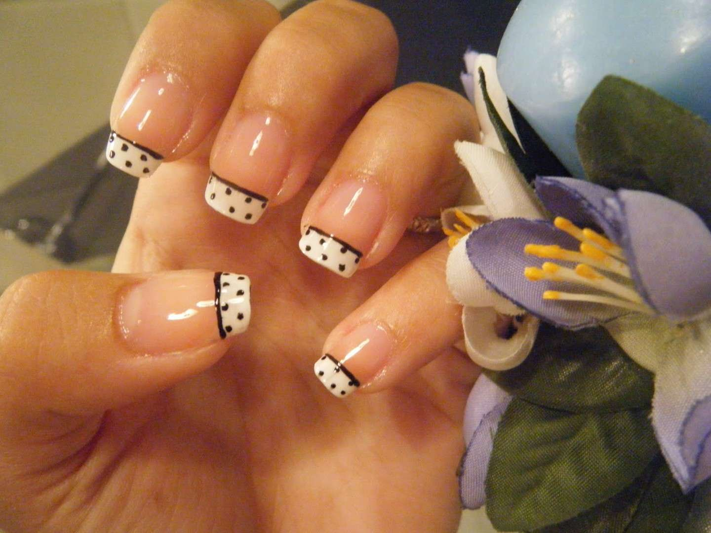 French manicure con pois