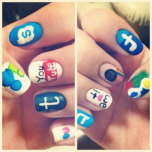 Nail art con icone social network