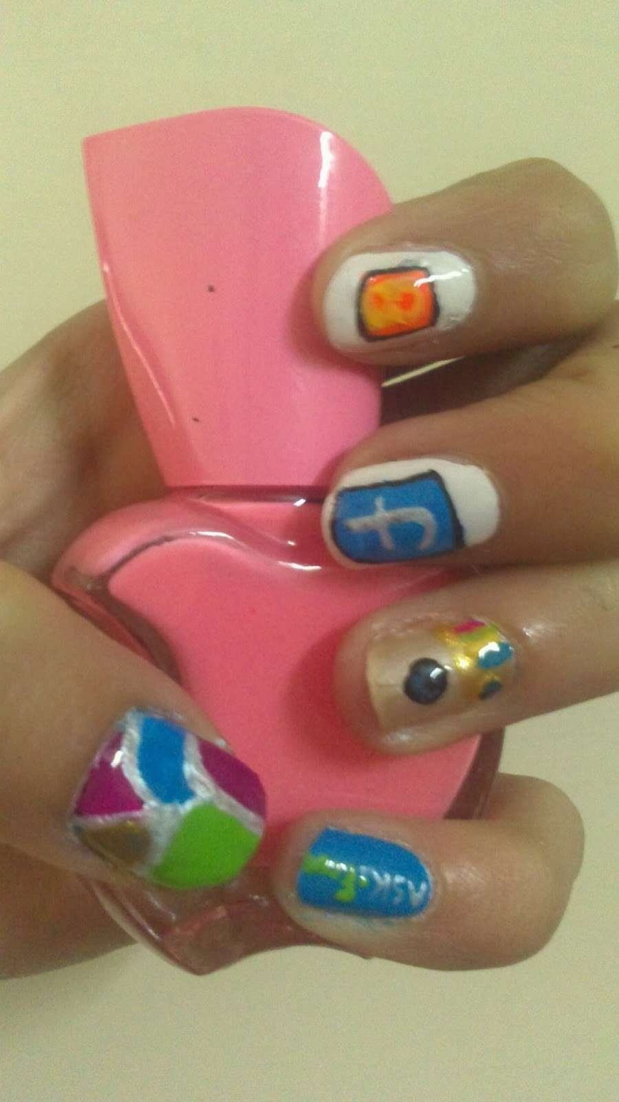 Nail art facebook ed instagram