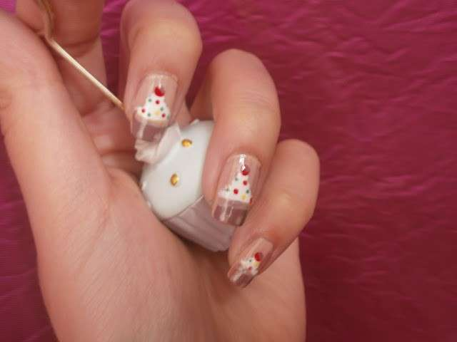 Come fare una nail art con cupcake