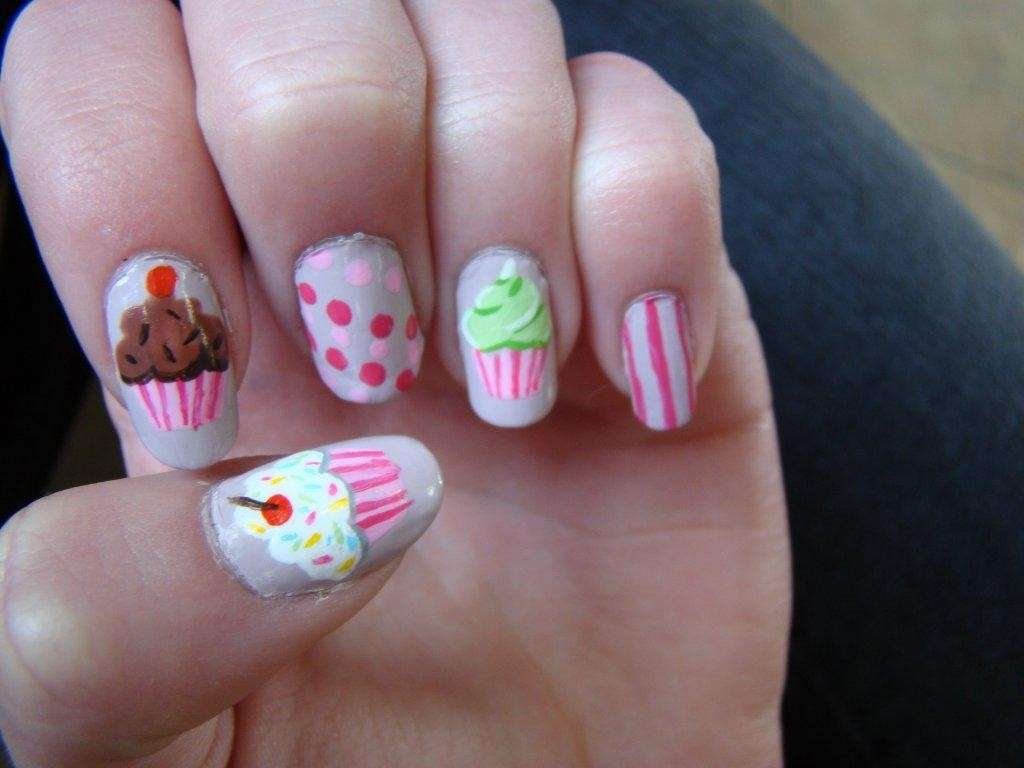 Nail art con cupcake colorati