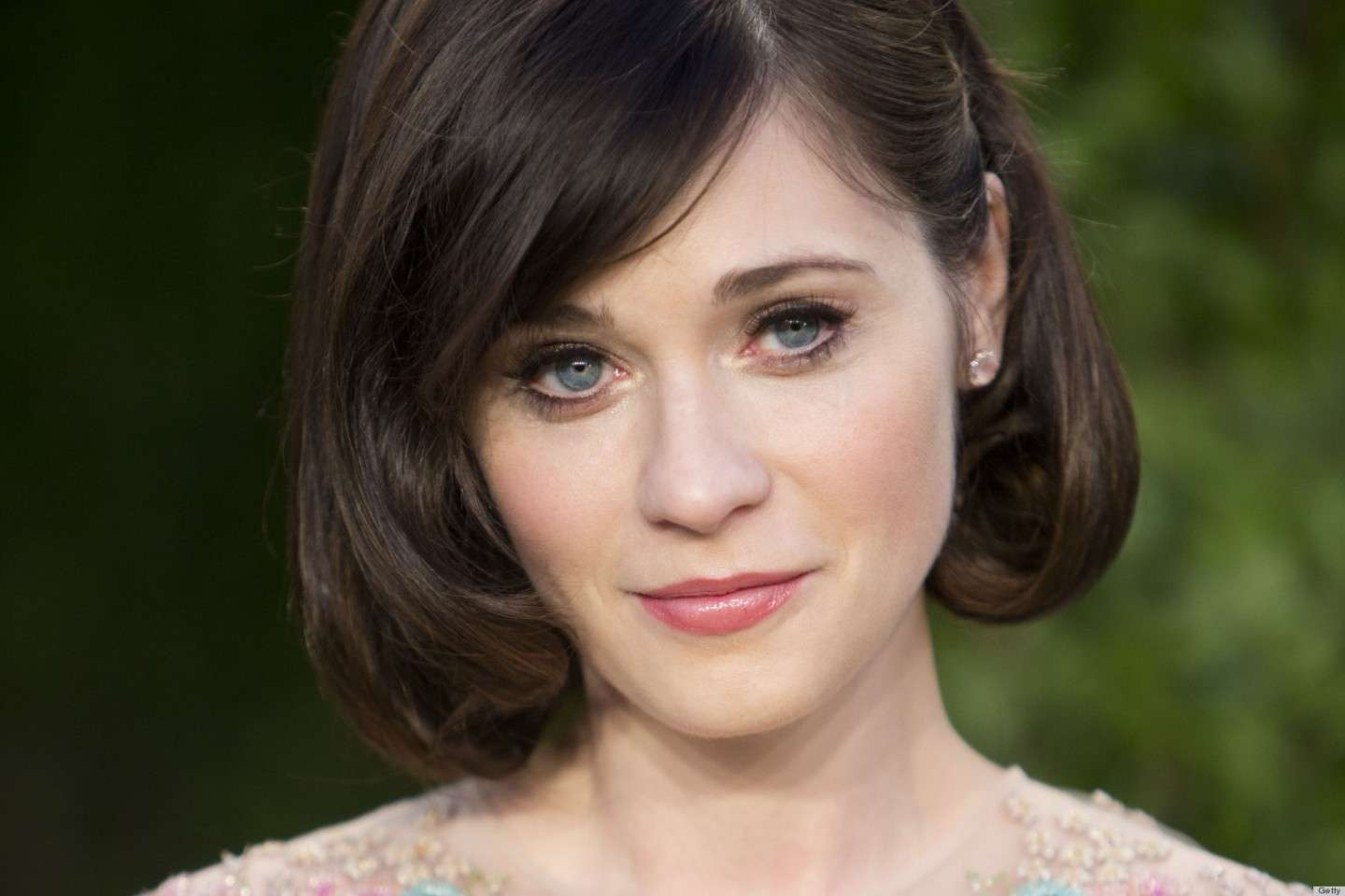 Zooey Deschanel con un falso caschetto