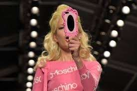 Cover a forma di specchio by Moschino