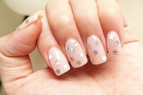 Nail art nude con stelle