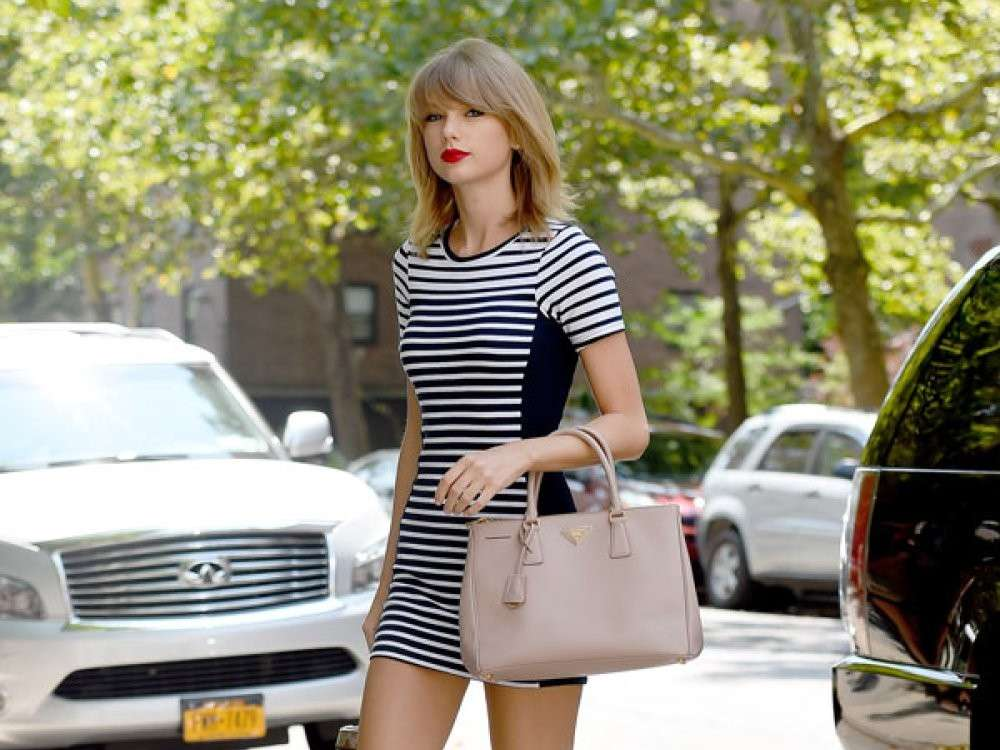 Outfit a righe di Taylor Swift