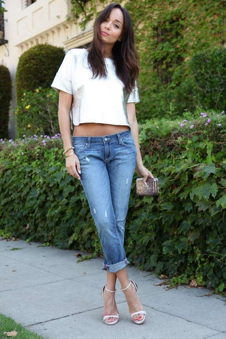 Boyfriend jeans e crop top