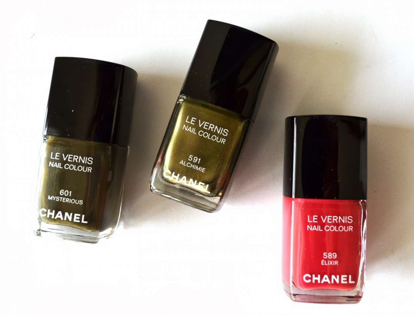 Tre diversi smalti Chanel