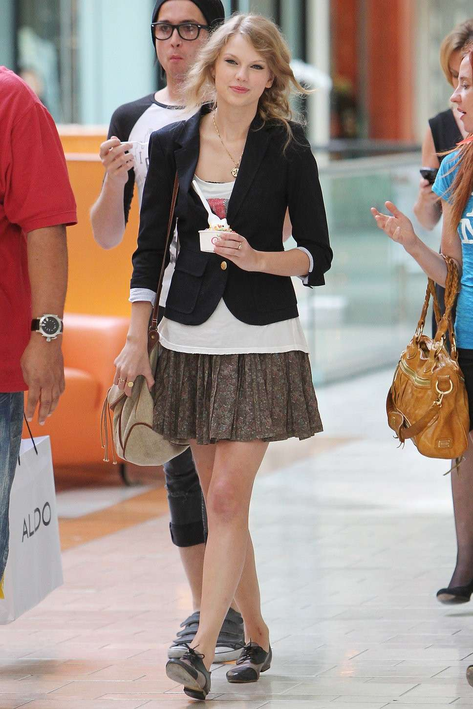 Taylor Swift con le Oxford Shoes