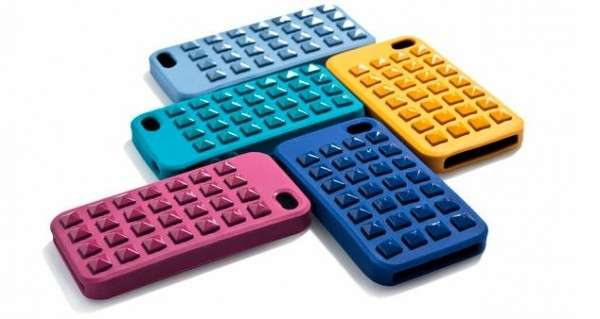 Cover per smartphone con borchie colorate