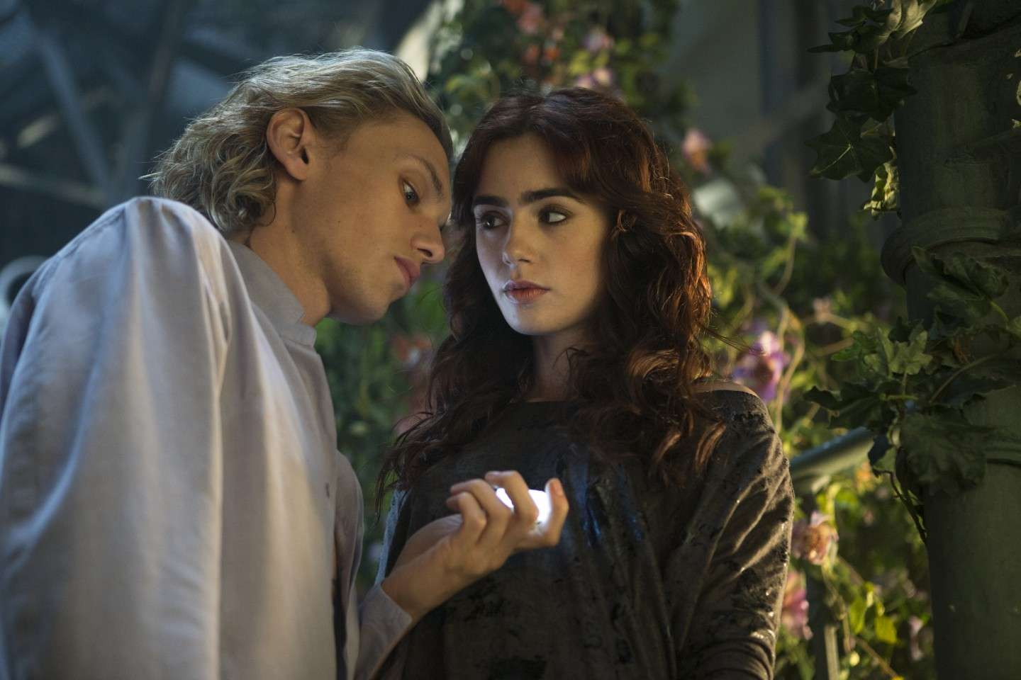 Lily Collins e Jamie Campbell Bower