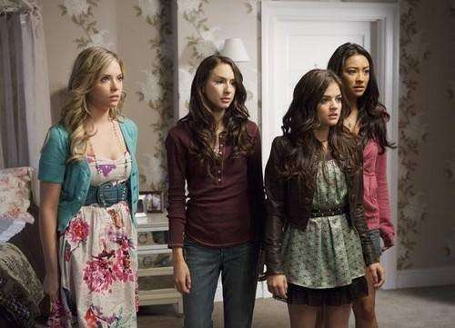Le quattro amiche in una scena di Pretty Little Liars