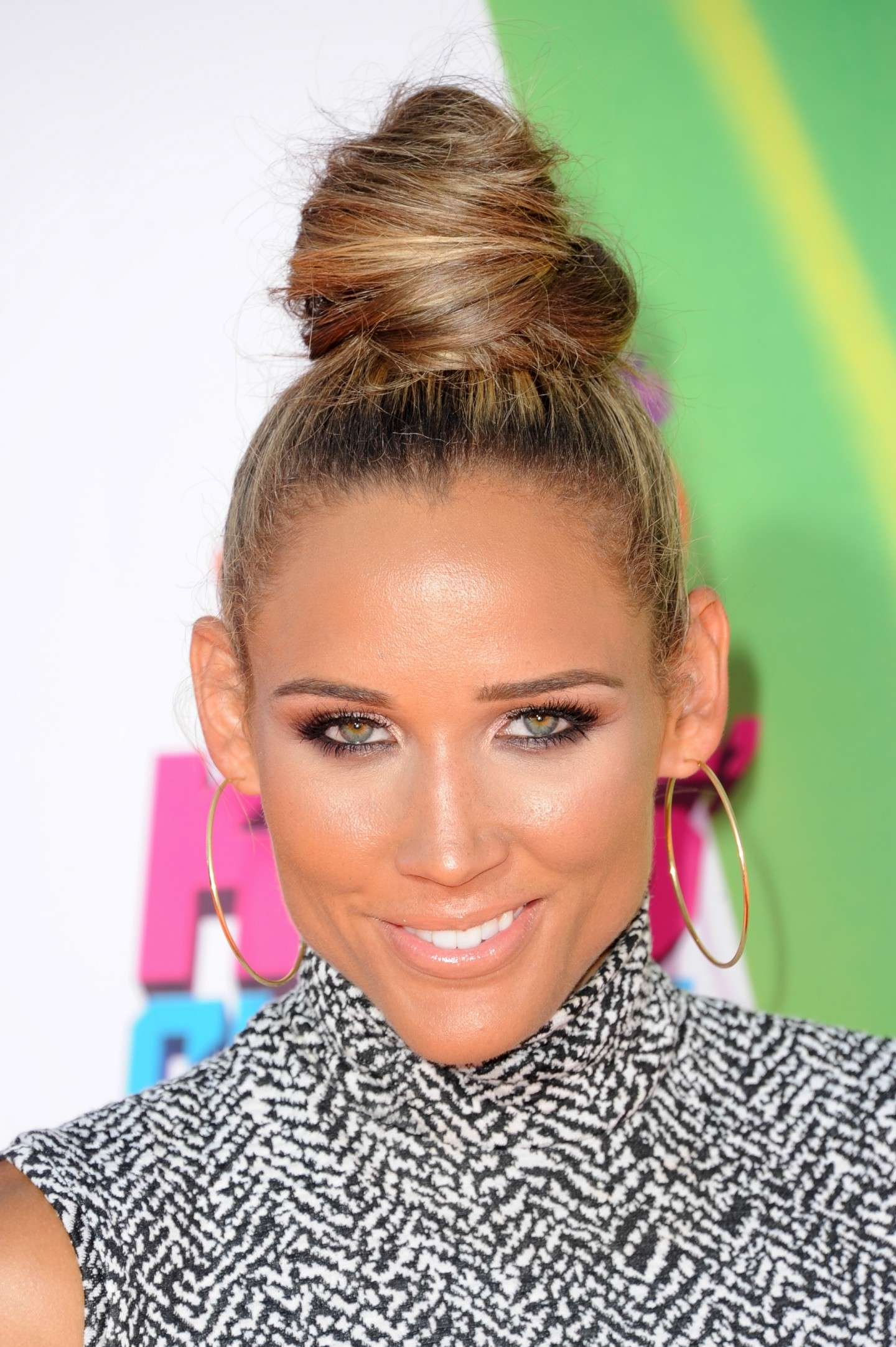 Lolo Jones con chignon alto