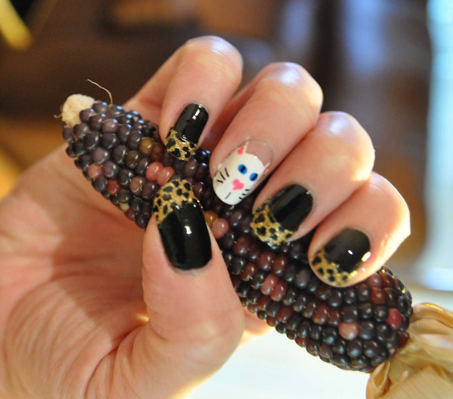 French manicure animalier con gatto