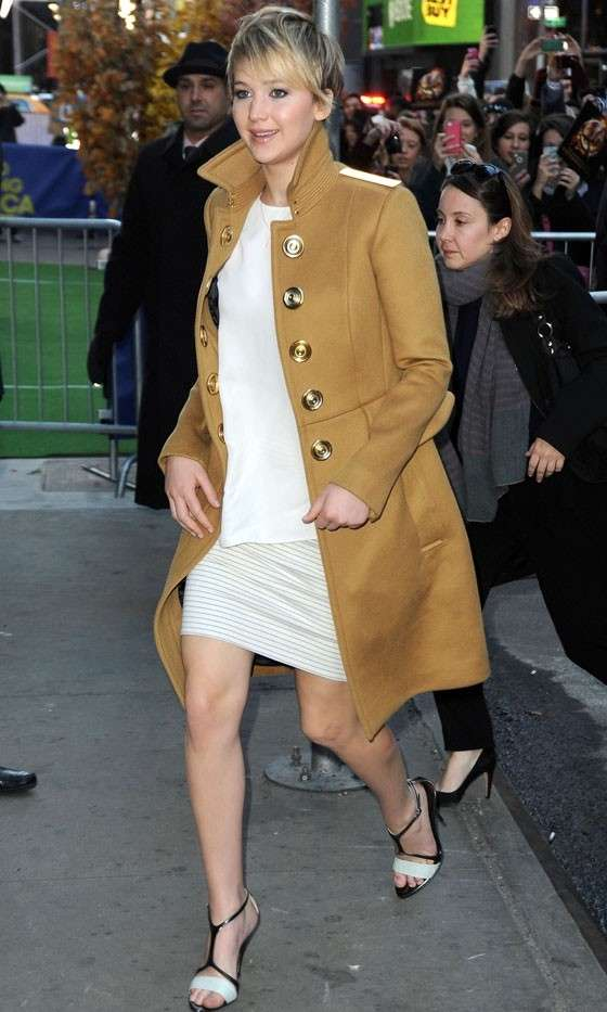 Star con il cappotto: Jennifer Lawrence