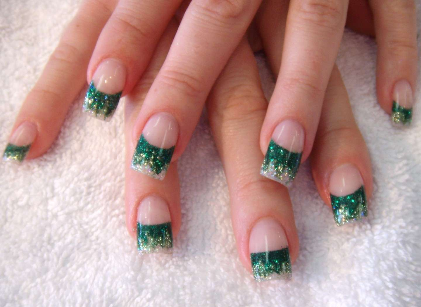French manicure verde