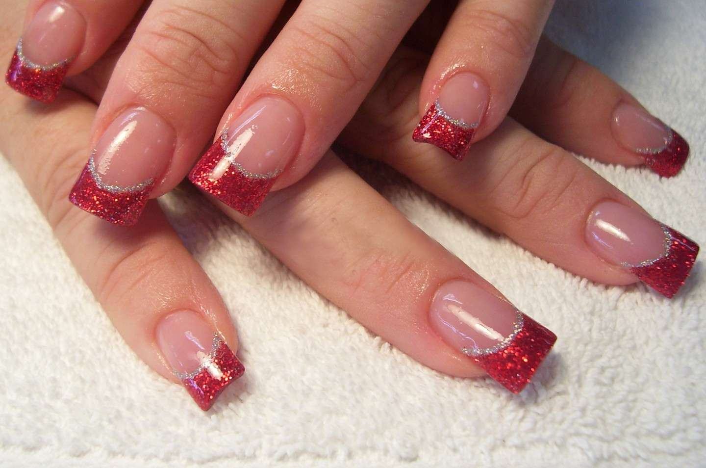 French manicure rosso glitter