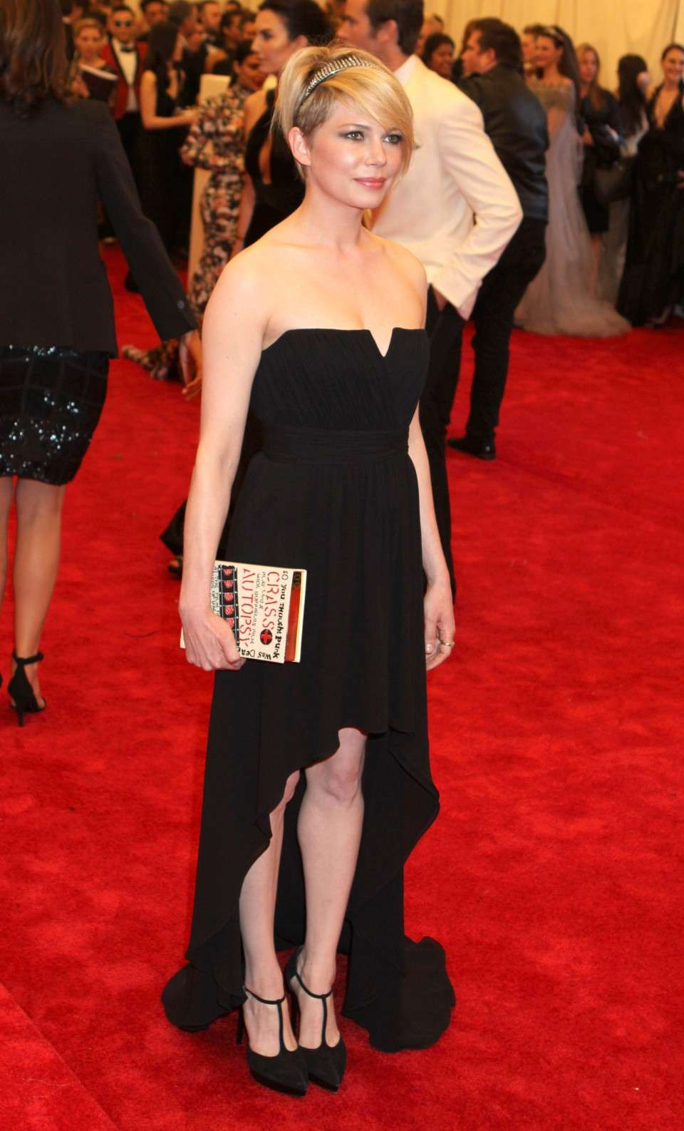 Michelle Williams con abito asimmetrico nero