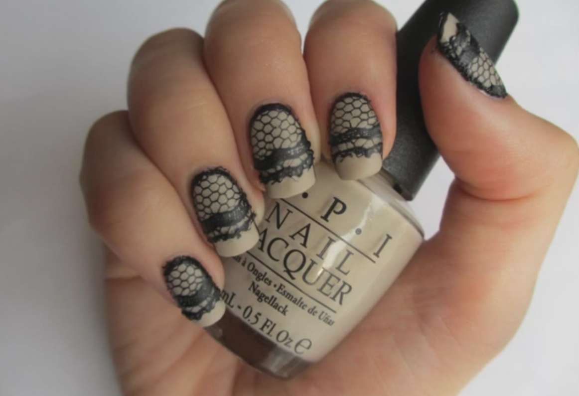 Nail art nude effetto pizzo