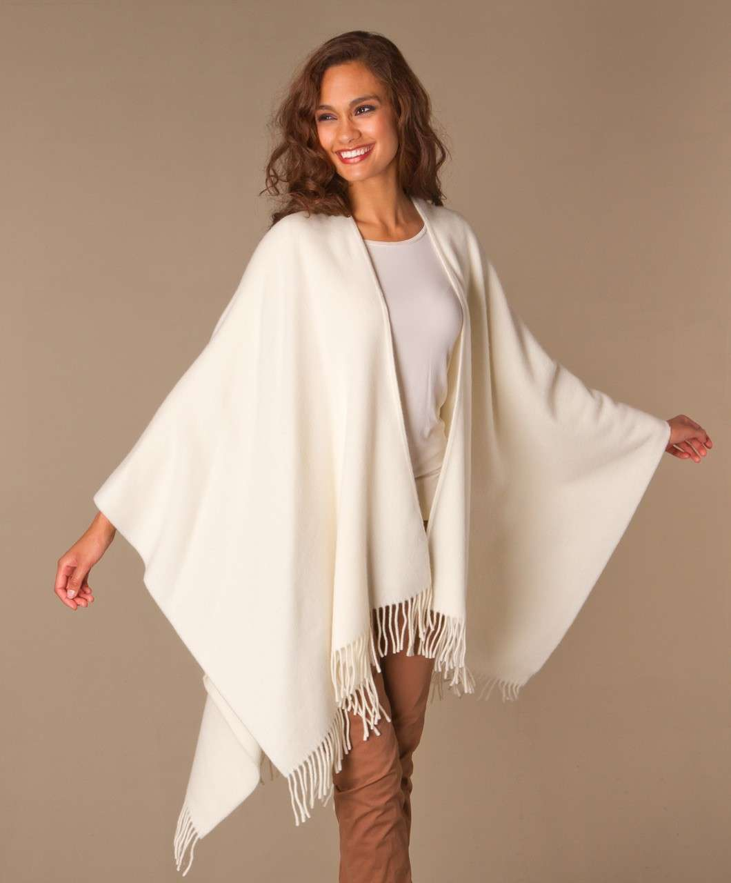 Poncho e look total white