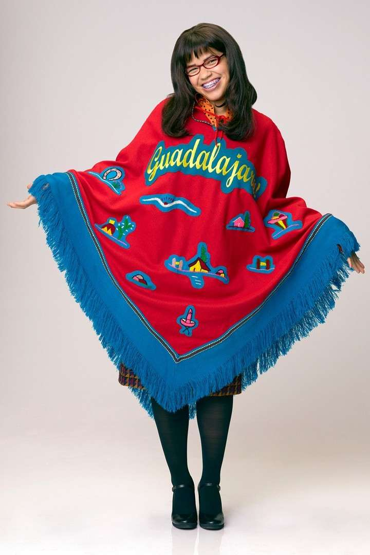 Ugly Betty con poncho