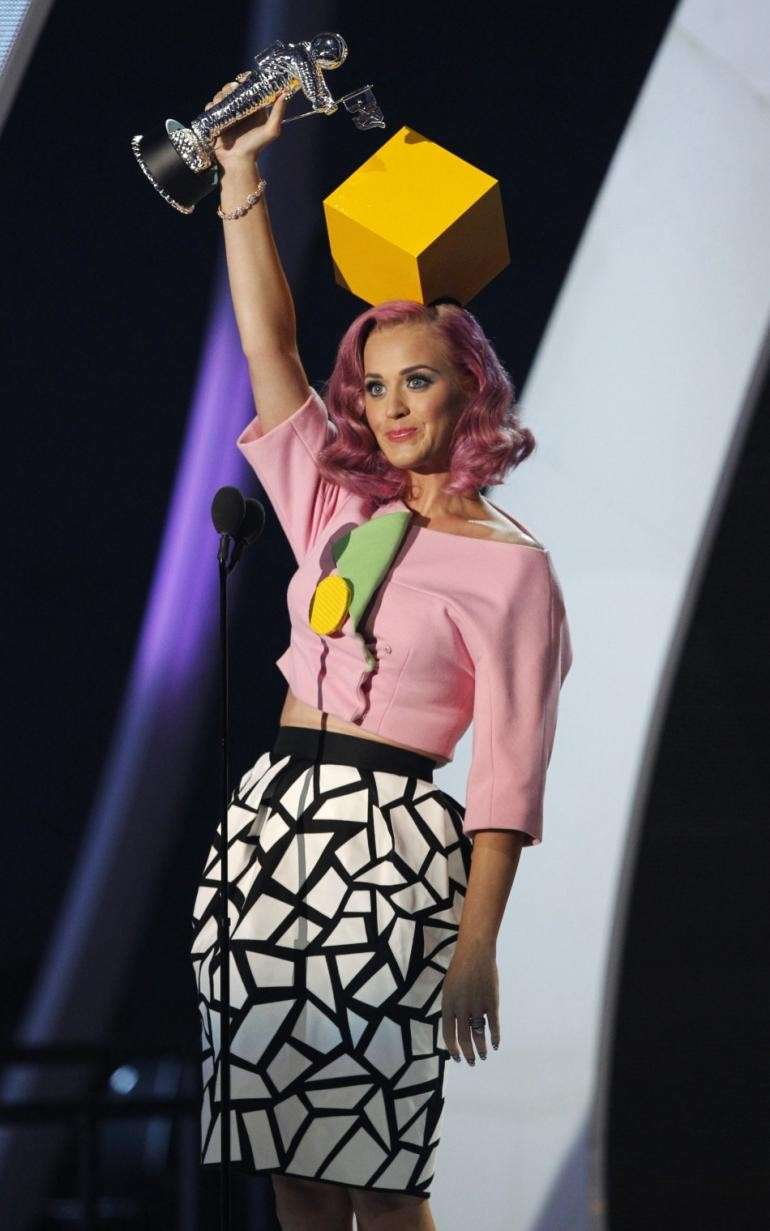 Katy Perry con un look appariscente