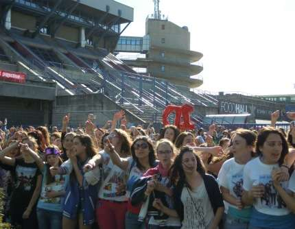 One Direction concerto a Milano: le directioners! Foto!