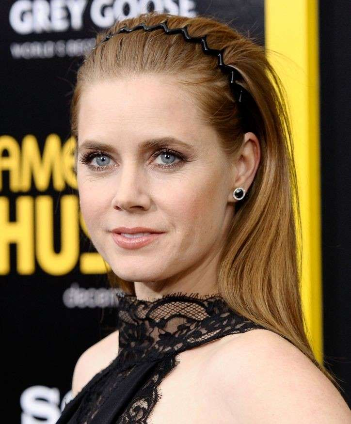 Amy Adams ed il cerchietto a pettine