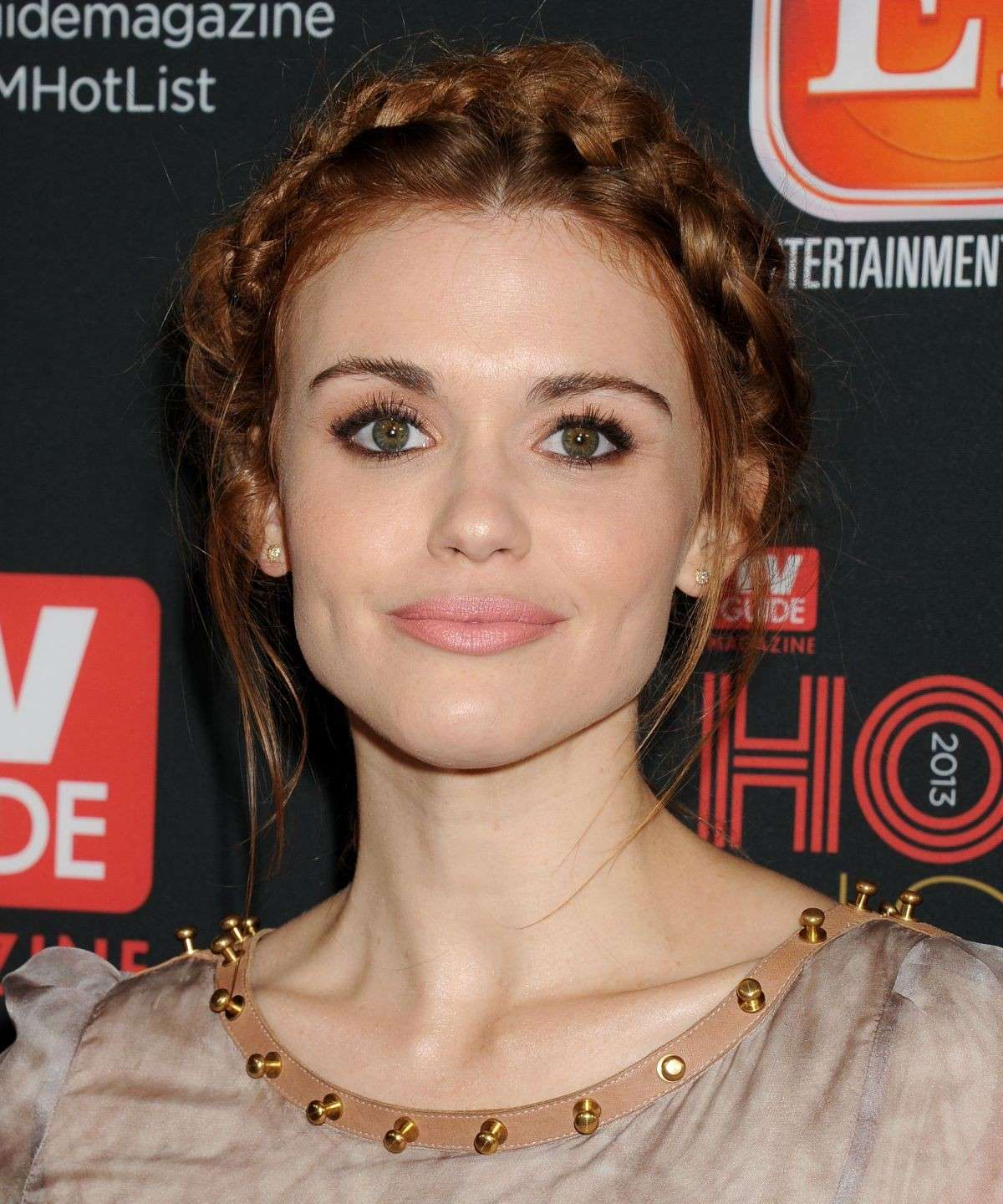 Acconciatura con treccia di Holland Roden