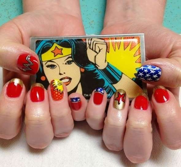 Nail art Wonder Woman