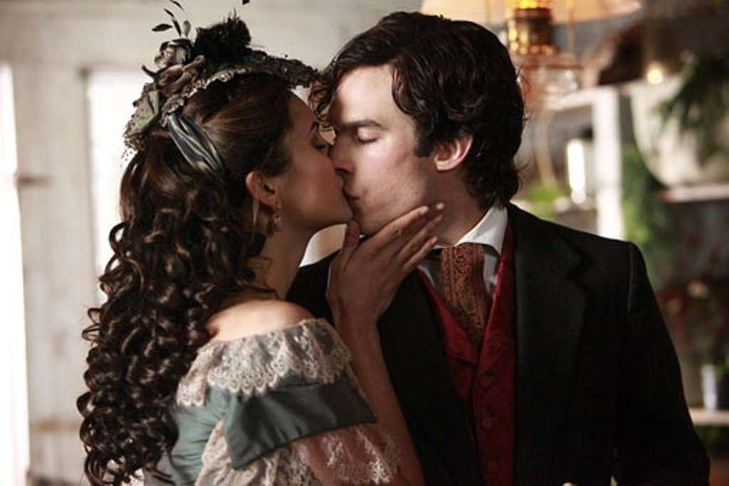 Il bacio di Katherine e Damon in The Vampire Diaries