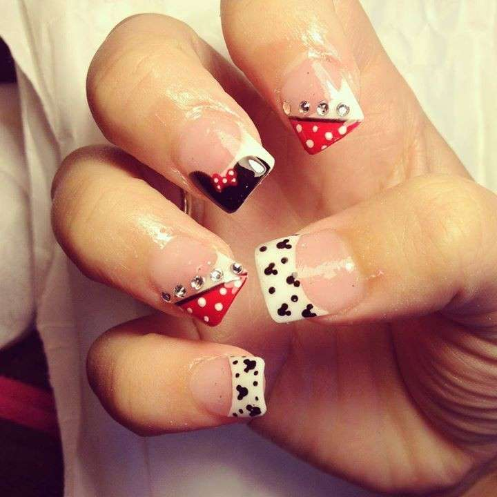 French manicure di Minnie