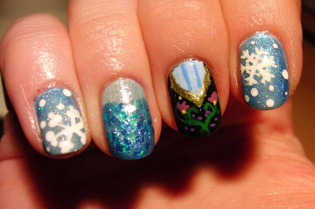 Nail art ispirata al cartoon Frozen