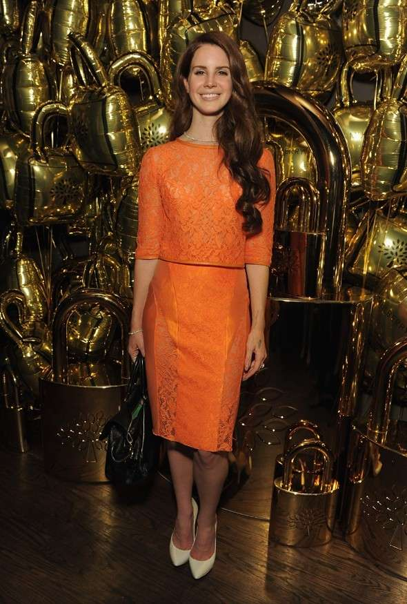 Lana del Rey ed il look total orange
