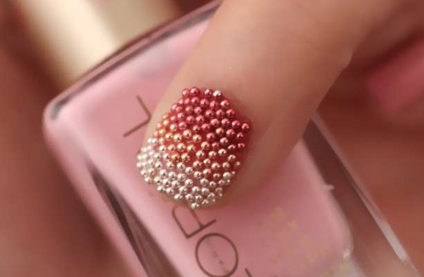 Nail art con microperle bicolore
