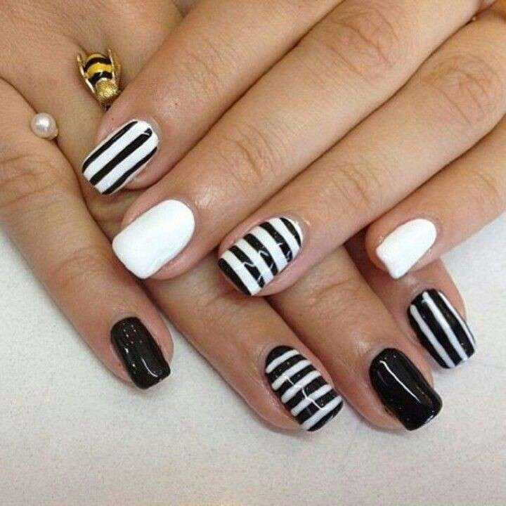 Originale nail art a righe