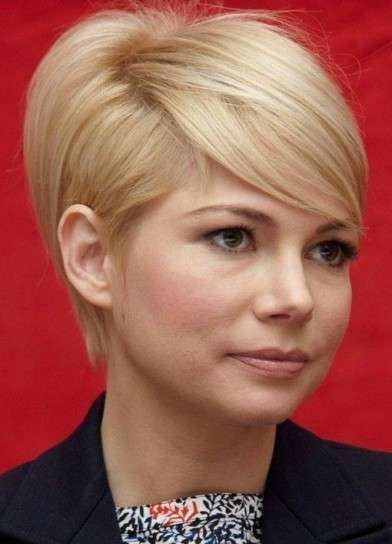 Michelle Williams con pixie cut e ciuffo di lato