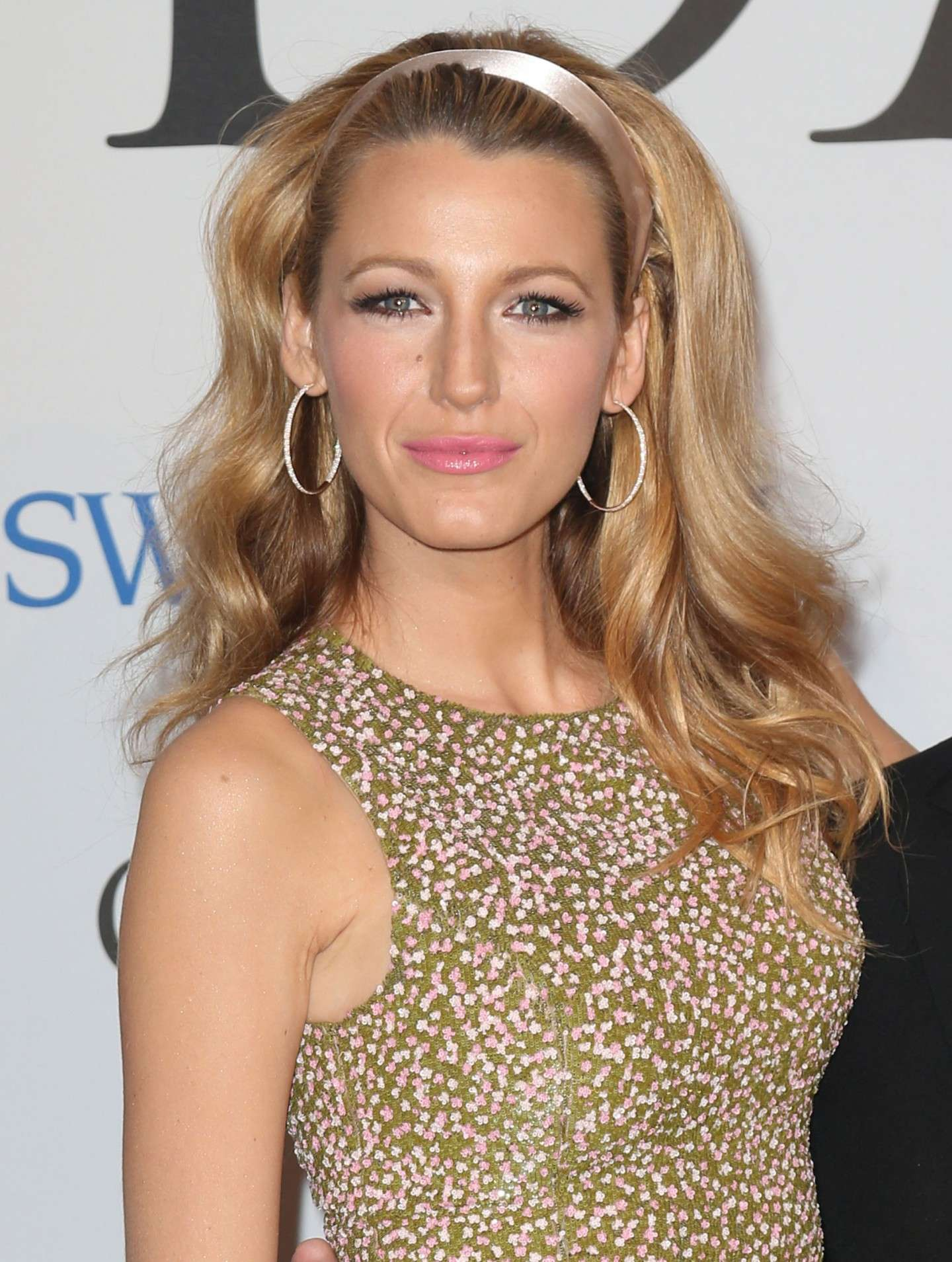 Blake Lively con look anni 50