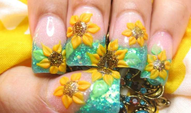 Nail art con girasoli in 3D