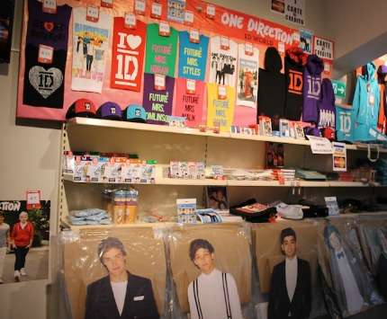 1D World Temporary Store Milano:gadget